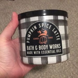 Bath and body works pumpkin spice latte candle
